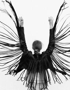 Rock 'n' Roll Style ☆ Laer fringe moto White Photography, Fashion Photography, Monochrome Photography, Films Western, Kleidung Design, Look Fashion, Fashion Design, Female Fashion, Fringe Jacket