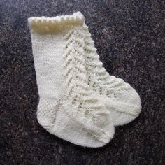 Knitting pattern for lacy knee-high baby socks