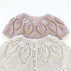 W / Knitting Needles Knit From Top To Bottom - Knitting Ideas - Diy Crafts - hadido Knitting For Kids, Crochet For Kids, Crochet Baby, Knit Crochet, Knitting Ideas, Baby Cardigan, Baby Pullover, Sweater Knitting Patterns, Lace Knitting