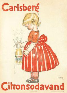CARLSBERG CITRONSODAVAND (1908) KUNSTNER: VALDEMAR ANDERSEN Plakat : 62x86 cm Så godt som alle reklamer for citronvanden rettede sig til børn. På Valdemar Andersens plakat er det en nuttet lille pige i rød kjole, der betuttet kigger på sin boblende sodavand.  Men selvfølgelig har man også været bevidst om, at Citronvand kunne bruges i drinks.