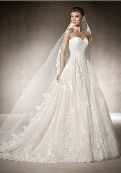 St. Patrick | Sweetheart A-line wedding dress in tulle and lace with a romantic…