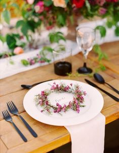 These beautiful floral wreath ideas, like these lovely floral place settings, will spin your head right round!