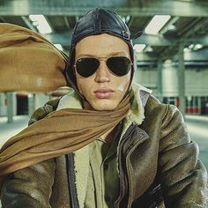 Ever wondered where the Aviator got its name from? The style cable temples used on the original are back with Aviator Reloaded. Men's Fashion Jewelry, 30s Fashion, Mens Fashion Blog, Best Mens Fashion, Ray Ban Outlet, Modern Man, Ray Ban Sunglasses, Ray Bans, Vogue