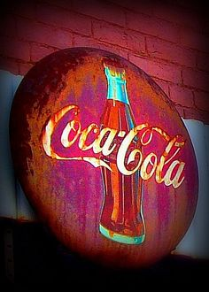 Vintage button-style Coca-cola sign at Brill's Grocer, Strasburg, VA Coca Cola Vintage, Coca Cola Ad, Always Coca Cola, Pepsi, Old Signs, Barn Signs, Retro, Vintage Signs, Ideas
