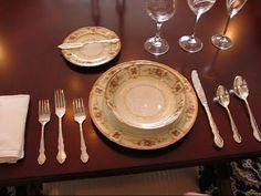 Betty's Quick Tip 88--An Example of a Formal Place Setting