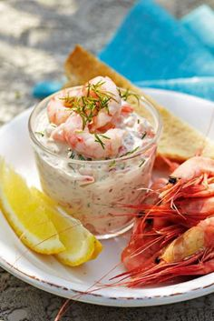Skagenröra - shrimp with mayo dill lemon Veggie Recipes, Seafood Recipes, Snack Recipes, Cooking Recipes, Good Food, Yummy Food, Fish Dinner, Saint Jacques, Juicy Fruit
