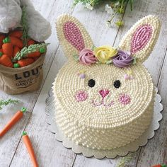Bunny Birthday Cake, Easter Bunny Cake, Easter Cupcakes, Easter Cookies, Creative Cake Decorating, Cake Decorating Techniques, Fancy Cakes, Cute Cakes, Easter Cake Images