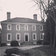Limestone Boxwoods - Instagram (@limestonebox) - A Virginia colonial style house in Atlanta.