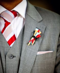 Groomsmen boutonnieres for a Wildhorse Golf Wedding! Inexpensive, sweet and colorful. Paint (or buy) wooden tees in your wedding colors!