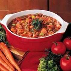 Savory Tomato Beef Soup--Taste of Home Beef Soup Recipes, Detox Recipes, Slow Cooker Recipes, Crockpot Recipes, Chowder Recipes, Dinner Recipes, Wild Rose Detox, Homemade Cornbread, Beef Stew Meat