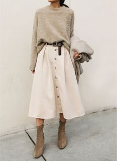 Beige Look From Zara - FashionActivation - Damen Mode Frühling / Spring Outfits Mode Outfits, Winter Outfits, Casual Outfits, Fashion Outfits, Skirt Fashion, Midi Skirt Outfit Casual, Fashion Mode, Look Fashion, Fashion Trends