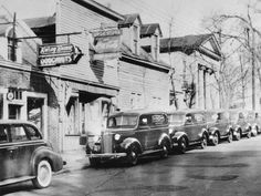 July Vernon Rudolph began making yeast-raised doughnuts in a rented building in Winston-Salem Living In North Carolina, North Carolina Homes, Old Pictures, Old Photos, Vintage Pictures, Krispy Kreme, Winston Salem, Down South, Low Country