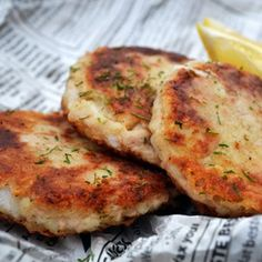 tuna fishcakes - use leftover mashed potatoes for a quick and easy meal Seafood Recipes, Gourmet Recipes, My Recipes, Healthy Recipes, Healthy Food, Cooking Recipes, Tuna Fish Cakes, Fish Cakes Recipe, Apricot Chicken