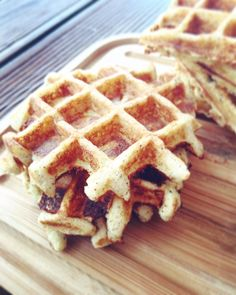 Apple pie waffles Low carb with roasted almonds - Keto Recipes Low Carb Lunch, Low Carb Keto, Paleo Dessert, Low Carb Desserts, Low Carb Recipes, Diet Desserts, Desayuno Paleo, Law Carb, Roasted Almonds