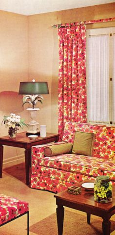 Loving that the sofa matches the drapes! 1960s Living Room, Living Room Decor, 1960s Decor, Vintage Decor, 1950s Interior, Interior Design, 1960s House, Modern House Design, House Colors