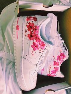 Pïnterest Yuval ❁ 🧚🏼‍♂️ Source by shoes Custom Painted Shoes, Custom Shoes, Customised Shoes, Nike Custom, Custom Af1, Nike Shoes Air Force, White Nike Shoes, Aesthetic Shoes, Cute Sneakers