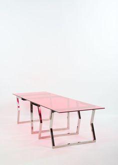 Johanna Grawunder (née en 1961)  Long Term Parking  Table  Verre trempé et acier inox  Édition limitée éditée à quatre exemplaires et deux épreuves d'artiste, unique dans cette couleur, par The Apartment UK Ltd  Date de création : 2007  H 72 × L 290 × P 90 cm