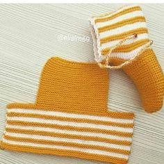 Este posibil ca imaginea să conţină: dungi Knit Slippers Free Pattern, Baby Booties Knitting Pattern, Crochet Slipper Pattern, Knitting Stiches, Loom Knitting Patterns, Knitted Slippers, Knitting Socks, Baby Knitting, Knitting Tutorials