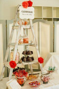 #candybar Bunte Vintage Hochzeit im Schloss in rot orange pink | Hochzeitsblog - The Little Wedding Corner