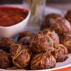 Two Italian favorites in one: Rach's broken spaghetti meatball recipe. Meatball Recipes, Beef Recipes, Soup Recipes, Cooking Recipes, Beef Tips, Cheap Recipes, Pasta Recipes, Rachel Ray Recipes, Spaghetti And Meatballs