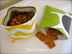 Owen's Olivia: Olivia's Snack Bag {Tutorial}- Reusable velcro snack bags... going to make these with PUL inners for a waterproof option! :)