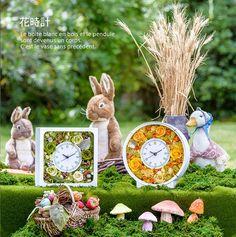 【花時計】  アミファが誇る大ヒット商品「花時計」。時計にお花をくっつけてアレンジ風にしたものはあるけど、フラワーアレンジ専用で使いやすく、本格的な時計としても使えるものが欲しい・・・そんな想いから、プロの視点で使いやすさと、お花をアレンジしたあとの仕上がりの美しさにこだわったフラワーベースを作りました。様々なサイズの花材が無理なく使えるよう、アレンジルームの横幅・深さを調整。例えばプロヴァンスローズなら、ローラサイズまでを手間をかけずそのまま綺麗にセッティングできます。皆様の期待に添える品となっています。 flower clock/preserved flower/flower arrangement/green/yellow/amifa