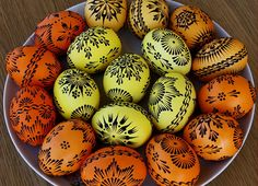 Lemko style pysanky with wax left on. Egg Crafts, Easter Crafts, Easter Egg Pattern, Egg Tree, Easter Egg Designs, Ukrainian Easter Eggs, Faberge Eggs, Coloring Easter Eggs, Egg Decorating
