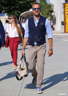 Contrasting navy waistcoat with sky blue shirt and stone chinos. Mode Masculine, Mature Mens Fashion, Womens Fashion, Men's Waistcoat, Waistcoat Men Casual, Style Masculin, Outfit Trends, How To Look Classy, European Fashion