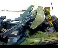 Thumbelina aiming a gun turret on a Halo Reach warthog