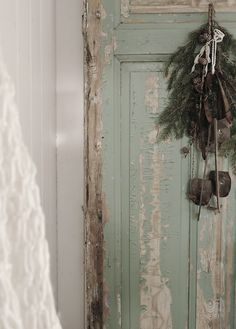 love the casual greenery hanging from this gorgeous old door