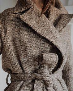 Make it last – Emma Elwin Office Fashion, Diy Fashion, Winter Fashion, Feminine Tomboy, Style Noir, Moda Boho, Minimalist Wardrobe, Vintage Coat, Casual Chic