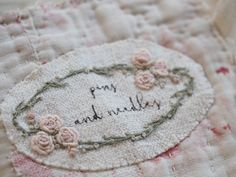Free Tutorial: Antique Quilt Needle Case — The Stitchery Embroidery Applique, Embroidery Stitches, Embroidery Patterns, Needle Book, Needle Case, Pink Quilts, Shabby, Fabric Patch, Printed Linen