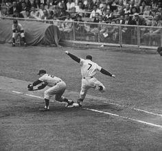 New York Yankees 画像と写真 - Getty Images New York Yankees Baseball, Baseball Socks, Yankees Fan, Damn Yankees, Baseball Pitching, Sports Baseball, Baseball Players, Football, Baseball Pictures