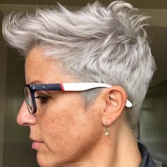 Gray hair don't care. Salt and pepper gray hair. White… Gray hair don't care. Salt and pepper gray hair. Short Grey Hair, Very Short Hair, Short Hair Cuts, Black Ponytail Hairstyles, Cool Hairstyles, Hairdos, Wavy Hair, New Hair, Pixie Hair