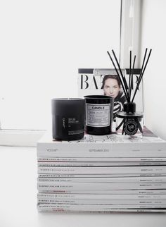 room diffuser, candles, magazines, Harpers bazaar - Home Page Interior Styling, Interior Decorating, Bedside Decorating, Interior Minimalista, White Home Decor, White Houses, Home Decor Inspiration, Moodboard Inspiration, Harpers Bazaar
