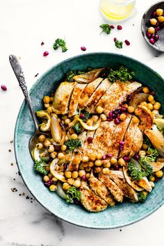 This cumin roasted chickpea chicken bowls recipe has citrus and honey marinated chicken and chickpeas. A quick, delicious, easy baked chicken dinner recipe. Chic Peas, Chicken Chickpea, Sans Lactose, Sans Gluten, Marinated Chicken, Roasted Chicken, Easy Baked Chicken, Chicken Recipes, Cooking Food