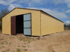 Lagerhaus 8m x 18m ->  Abmessungen: Maßen: Breite: 8 m, Länge: 18 m  Satteldach: Höhe zum Spitze: 4,5 m  2x Tore: Breite: 3 m Höhe: 3,30 m  #Stahlhalle #Halle #Lagerhaus #Garage