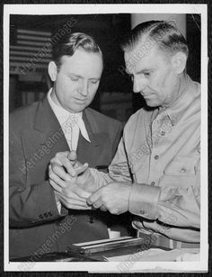 1942 GENE AUTRY Star Enters Air Corp Being Finger Printed Press Photo