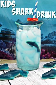 Just in time for Shark Week, check out this sweet drink idea Try making this fun kids shark drink to enjoy while watching all the shark action during shark week. It's also perfect for a shark party or ocean party. via Desert Chica Shark Week Drinks, Shark Snacks, Blue Drinks, Kid Drinks, Pool Party Drinks, Beverages, Spa Party, Sleepover Party, Party Fun