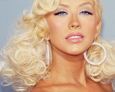 Christina Aguilera. I am in love with this make-up look!