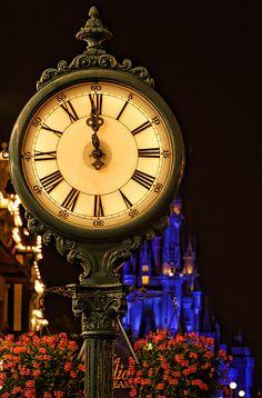Magic Kingdom in Disneyland Disney Dream, Disney Girls, Disney Love, Nassau, Walt Disney World, Disney Pixar, Disney Magic Kingdom, Cinderella Castle, Disney Pictures