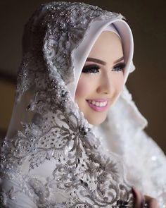 Hijab Wedding Veil / Muslim Brides / Akad Nikah Makeup / Wedding Make Up on Instagram ☁ @terosha ☁