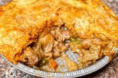 Μανιταρόπιτα . Η δυνατότερη επιλογή για αντικατάσταση του κρέατος, είναι τα μανιτάρια! Και σε μία χορταστική συνταγή!