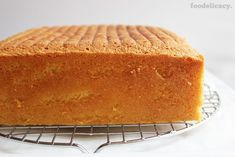 A simple and classic Nonya recipe for a very rich, moist and decadent butter cake with a light hint of vanilla flavour. (Adapted from source: 'The Best of Singapore Cooking' by Mrs Leong Yee Soo). Rich Butter Cake Recipe, Butter Cakes, Square Cakes, Cake Videos, Vanilla Flavoring, Savoury Cake, Let Them Eat Cake, Clean Eating Snacks, Cake Recipes