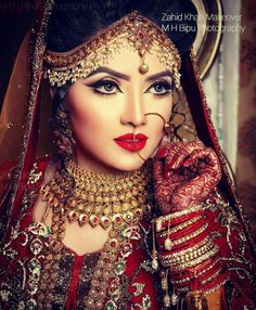 Beautiful Bangladeshi bride actress Ishika Khan.