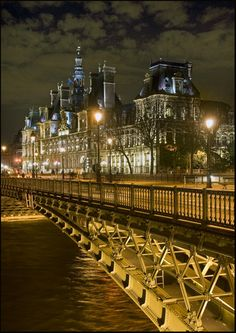 """Hôtel de Ville near de bridge of """"Pont d'Arcoles"""", Paris, IIe-de-France_ North France"""