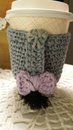 Crochet Eeyore Coffee Cup Cozy by HOTH Design's on FB ☂ᙓᖇᗴᔕᗩ ᖇᙓᔕ☂ᙓᘐᘎᓮ http://www.pinterest.com/teretegui