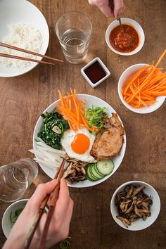 A Paleo Korean bibimbap dish which can be made over rice or sautéed vegetables Primal Recipes, Gluten Free Recipes, Healthy Recipes, Sauteed Vegetables, Paleo Life, Paleo Dinner, Recipe Using, Entrees, A Food