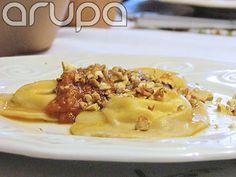 Primeiro prato do 1o. Daqui - ravioli de ricota e sálvia, toque de tomate, nozes e azeite de oliva