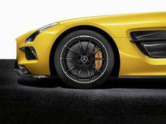 Hcohleistung in Serie: die Keramik-Bremsanlage ist bei jedem SLS Black Series an Bord.  (Photo: © Mercedes-Benz)